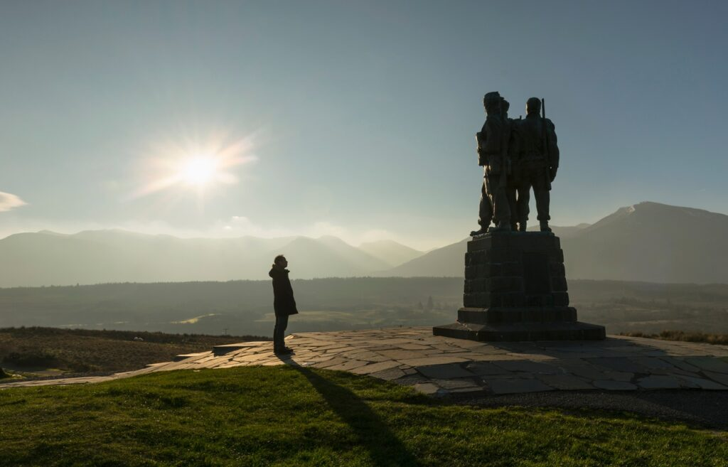 THE COMMANDO MONUMENT AT SPEAN BRIDGE. ERECTED IN 1952 TO COMMEMORATE WORLD WAR II COMMANDOS WHO TRAINED IN THIS AREA.
